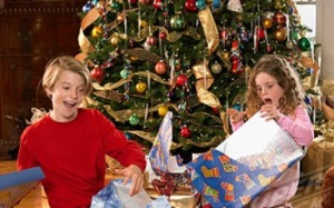 kids-opening-christmas-presents