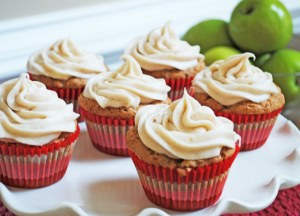apple cupcakes with cinnamon cream cheese
