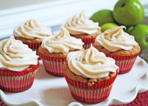 apple cupcakes with cinnamon cream cheese